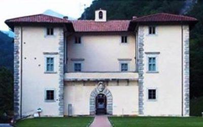 Sabato 22 Agosto 2020, ore 21:30, presso la Villa Medicea di Seravezza, Lucca, Valerio Varesi presenta GLI INVISIBILI.